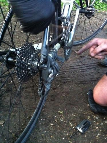 how to fix a broken bike chain on the trail