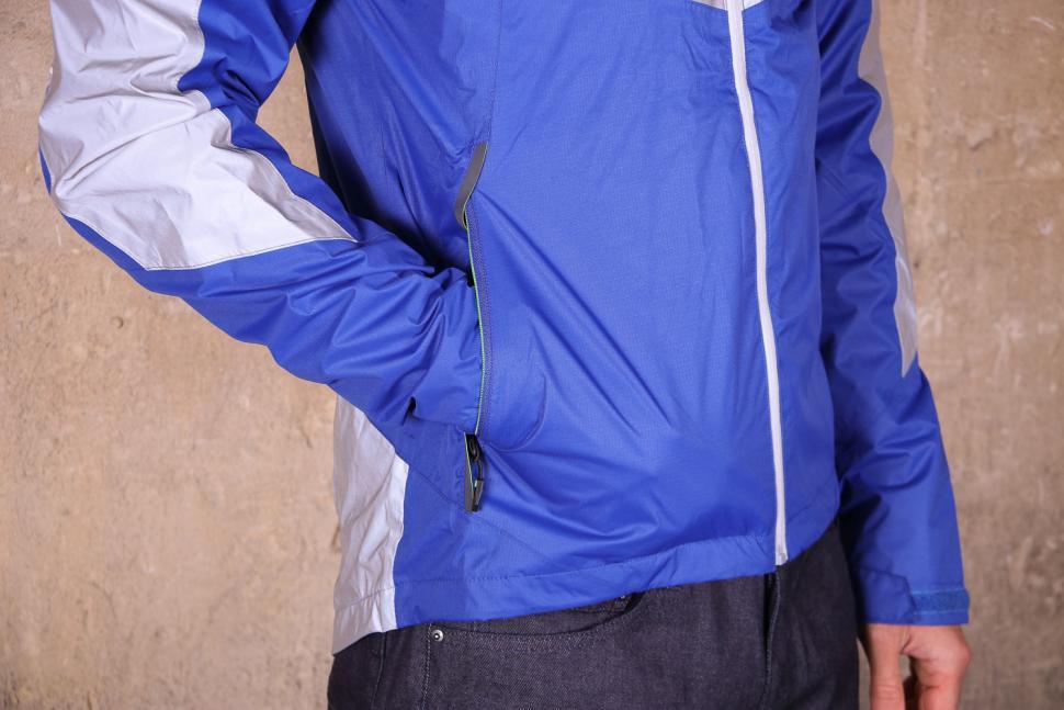 Altura Nightvision Evo 3 Waterproof Jacket - pocket 1.jpg