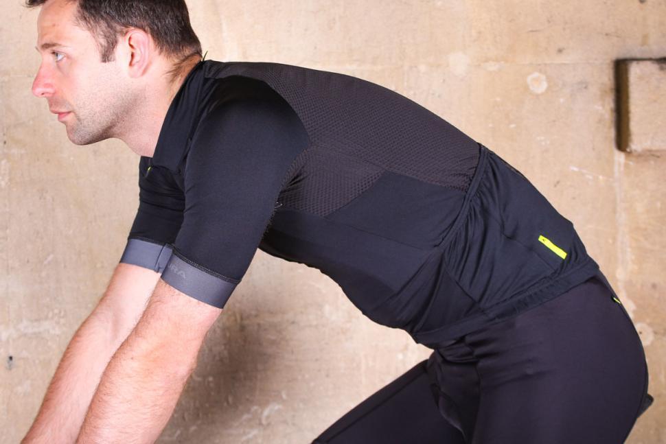 altura_nv2_elite_short_sleeve_jersey_-_riding.jpg