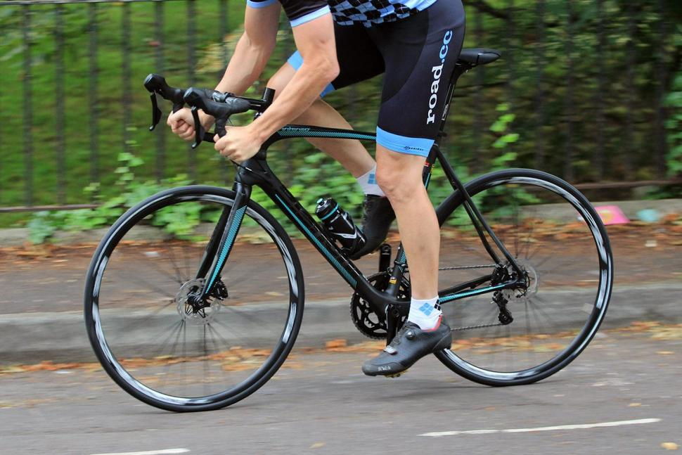 Bianchi Intenso Disc 105 - riding 2.jpg