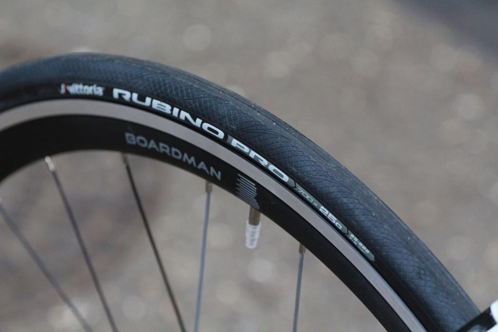 Boardman Elite Air 9.2 - tyre.jpg