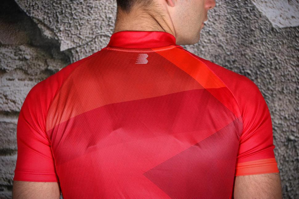 Boardman Relaxed Fit Mens cycle Jersey - shoulders.jpg