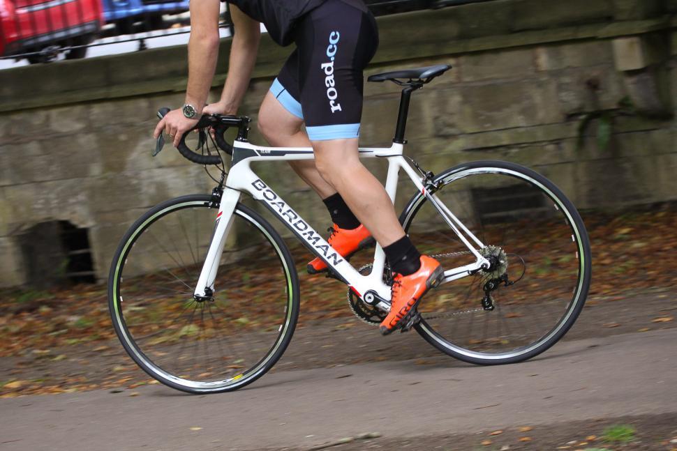 Boardman Road Team Carbon - riding 2.jpg