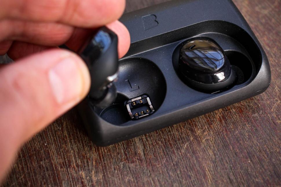 bragi_the_dash_pro_true_wireless_intelligent_earphones_-_charging_port.jpg