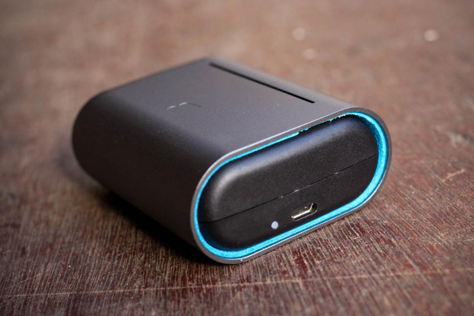 bragi_the_dash_pro_true_wireless_intelligent_earphones_-_socket.jpg