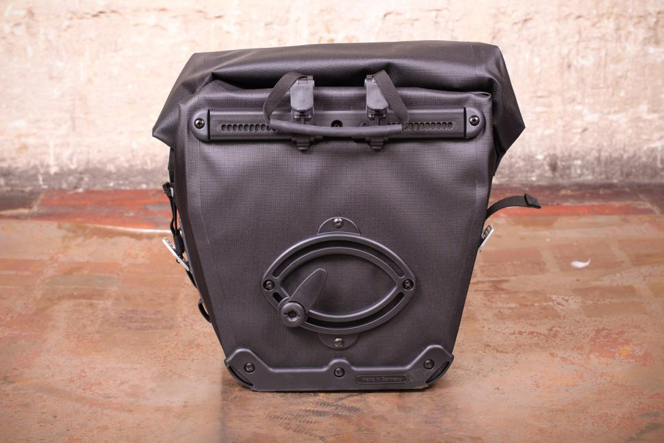 Brooks Land's End Rear Pannier - back.jpg