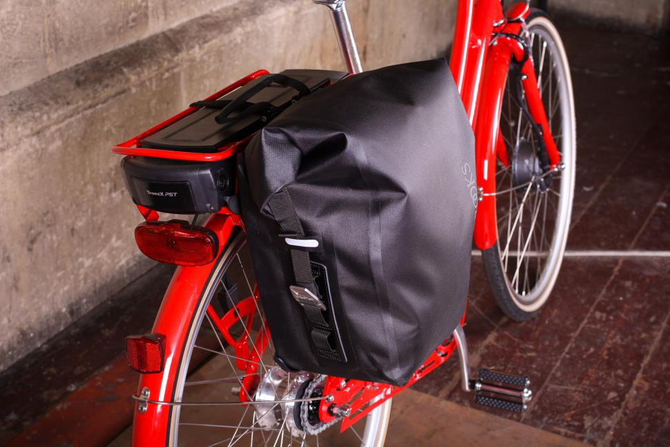 Brooks Land's End Rear Pannier - on bike 2.jpg