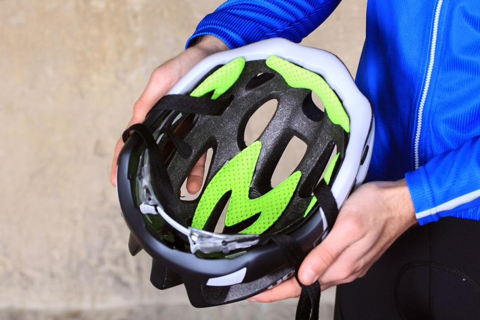 BTwin 700 Road cycling Helmet - inside.jpg
