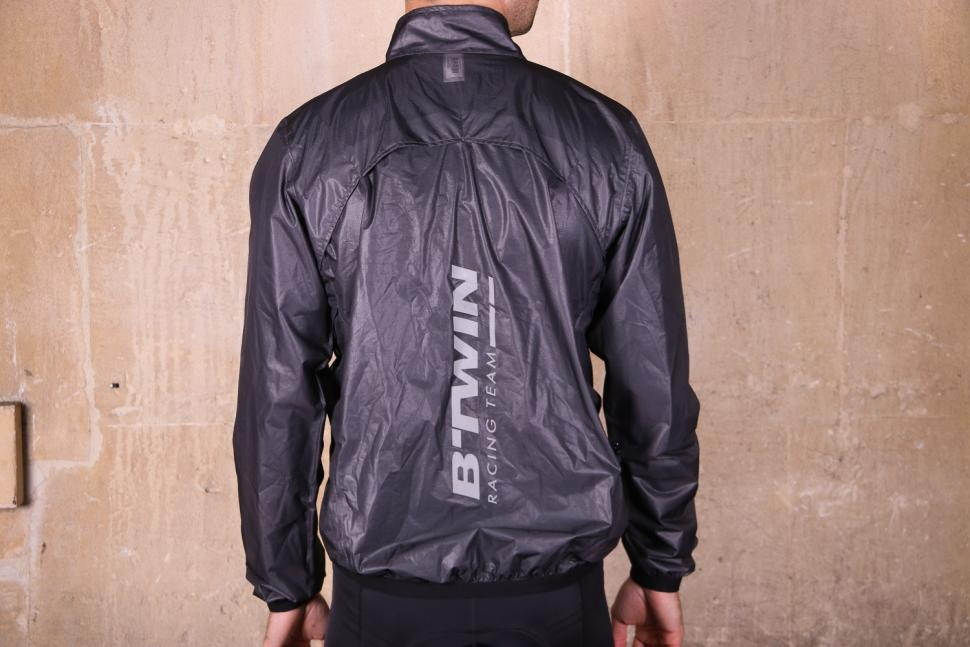 Btwin 900 Ultralight Showerproof Cycling Jacket Grey - back.jpg