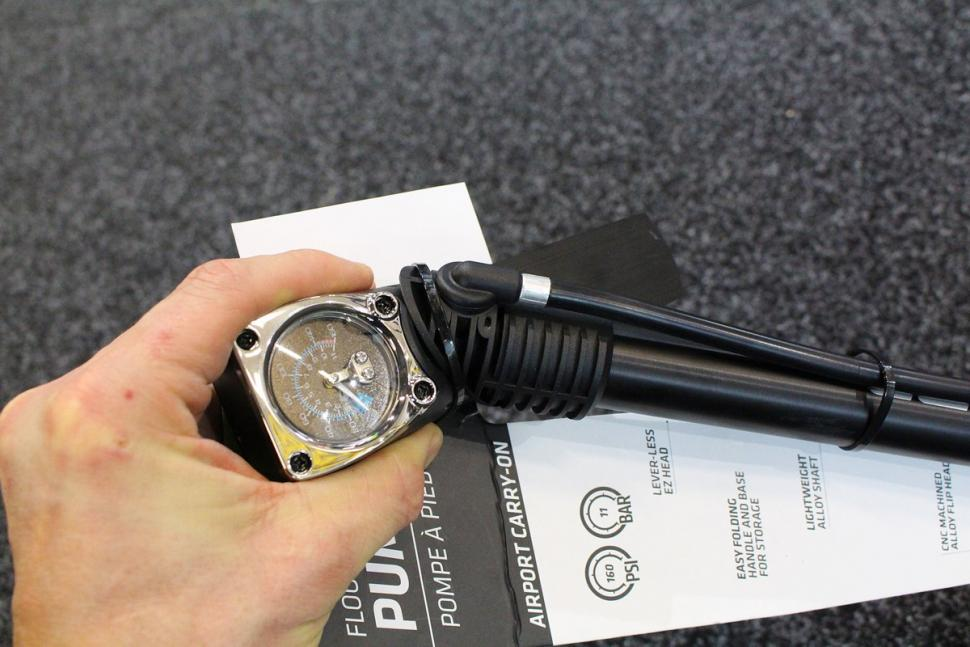 Cannondale Airport Carry-on Pump - rotating head.jpg