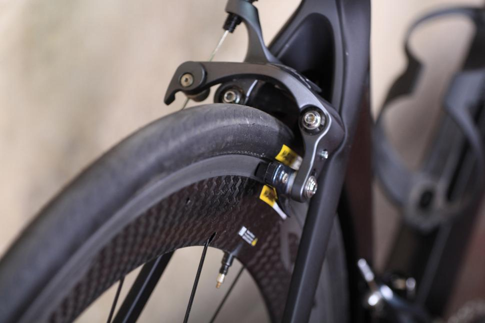 Canyon Aeroad CF SLX - rear brake.jpg