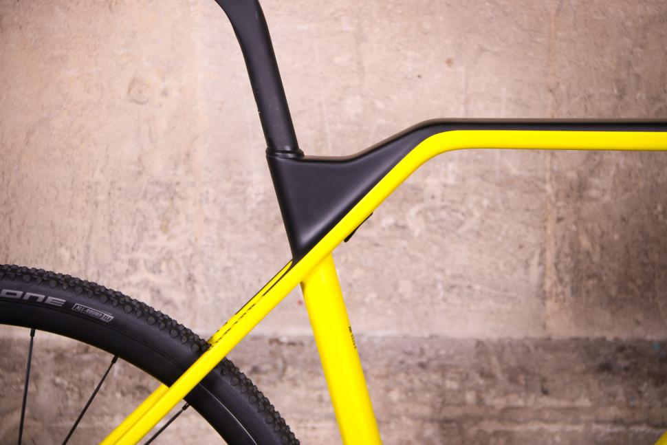 Canyon Inflite CF SLX - seat tube junction.jpg