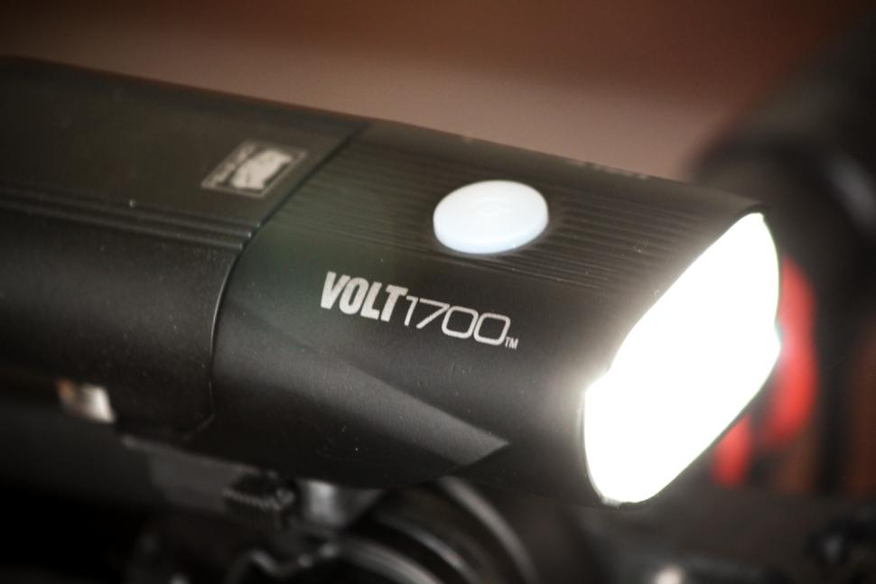 Cateye Volt 1700 front light - detail.jpg