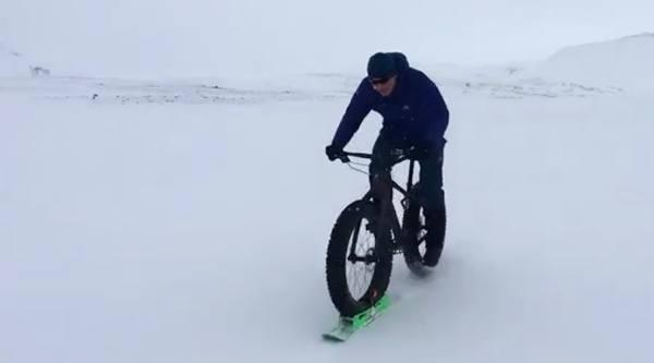 Chris Hoy on fat bike in Iceland (via Twitter).jpg
