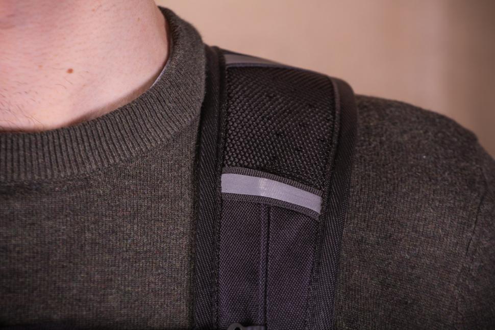 Craft Cadence Cadence backpack - strap detail.jpg