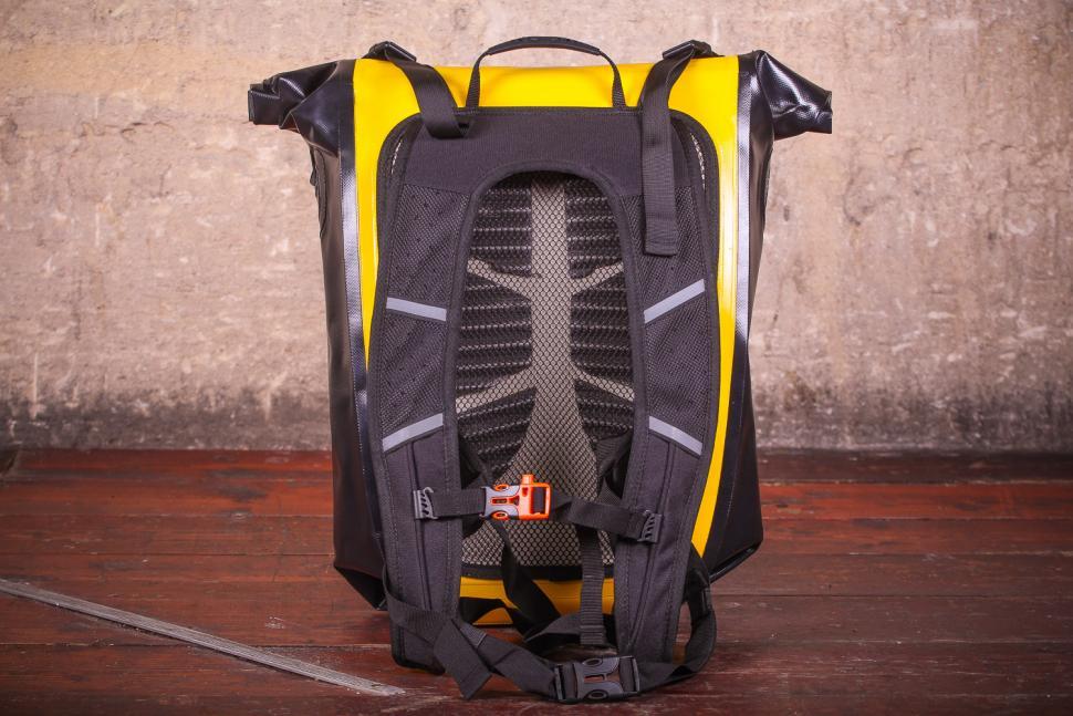 Craft Cadence Cadence backpack - straps.jpg