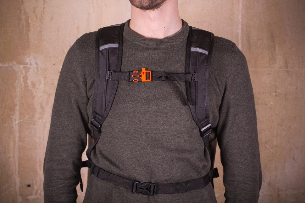 Craft Cadence Cadence backpack - worn straps.jpg