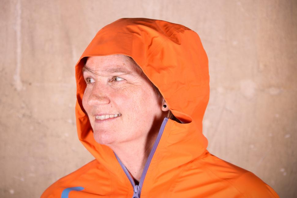 Cube AM WLS Storm Jacket - hood.jpg
