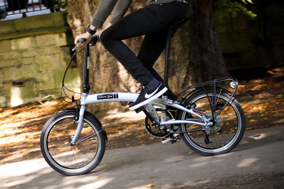 Dahon Qix D8 - riding 4.jpg