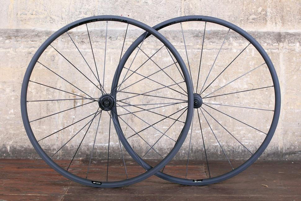 DT Swiss PR 1400 Dicut Oxic Performance road wheel.jpg