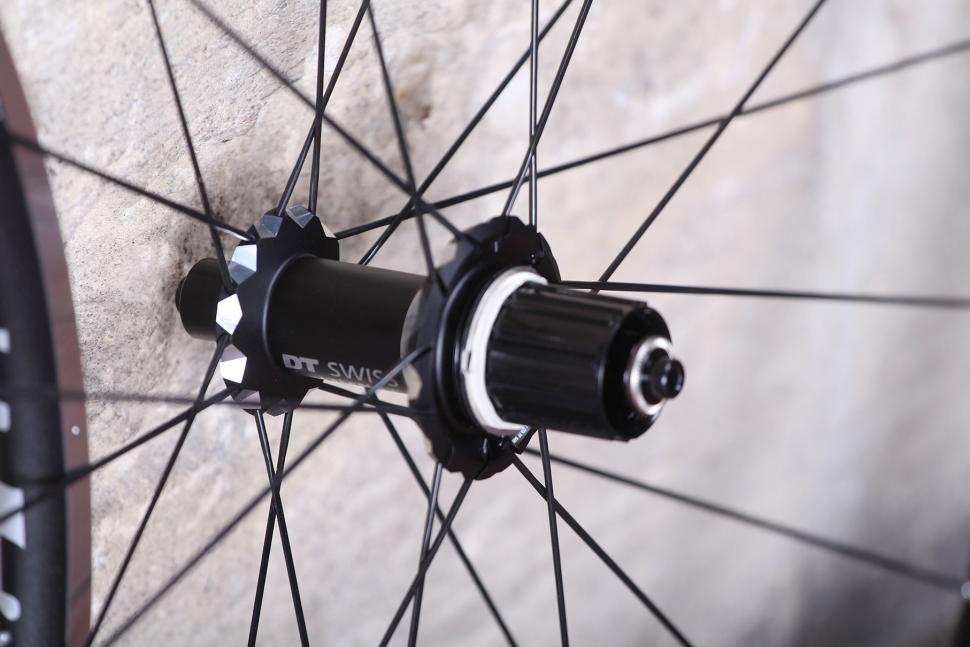 review  dt swiss rr21 dicut wheelset