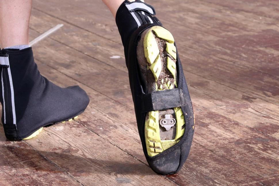 Ekoi Heat Concept Black Overshoes - sole.jpg