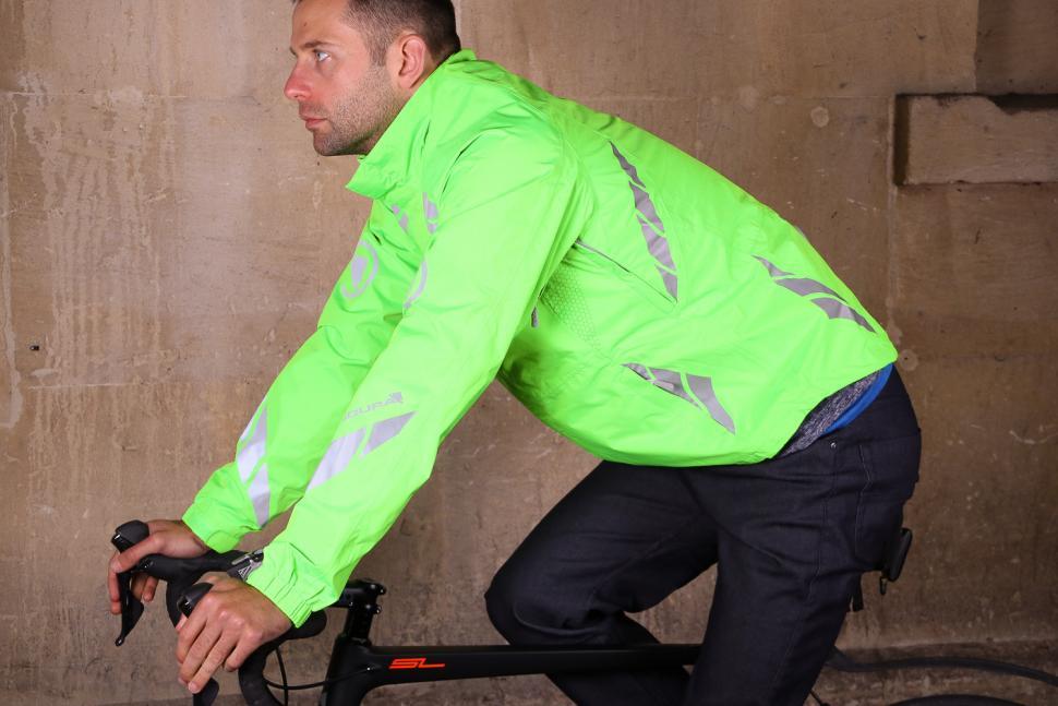 Endura Luminite DL Jacket - riding.jpg