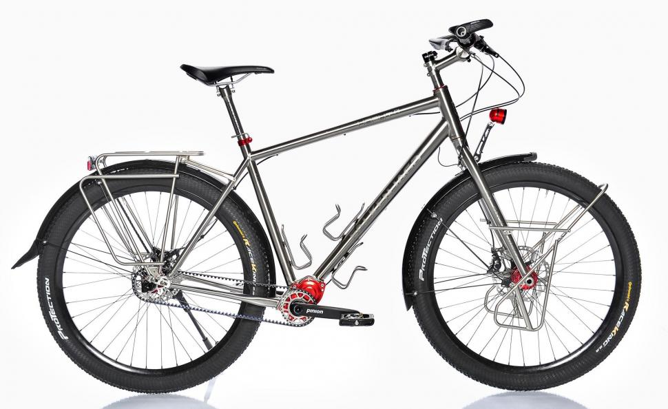 Soñando un poco: ¿Cual sería vuestra bici eléctrica ideal?. Falkenjagd-hoplit-pinion-titanium-touring-bike-4