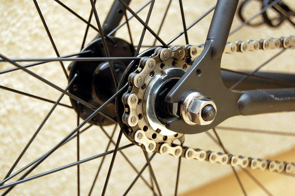 Fixie sprocket (CC BY-NC 2.0 Marcel Bayani:Flickr).jpg