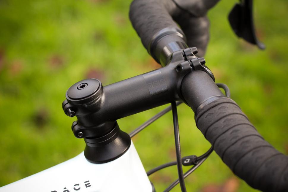 Focus Izalco Race - stem.jpg
