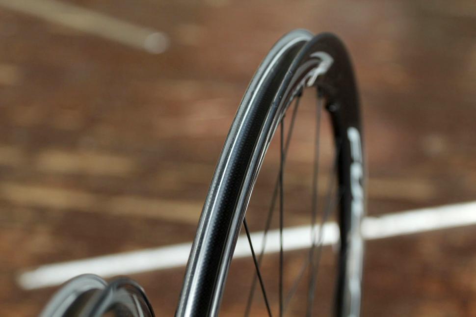 Fulcrum Racing Quattro Carbon DB wheelset - rim bed.jpg