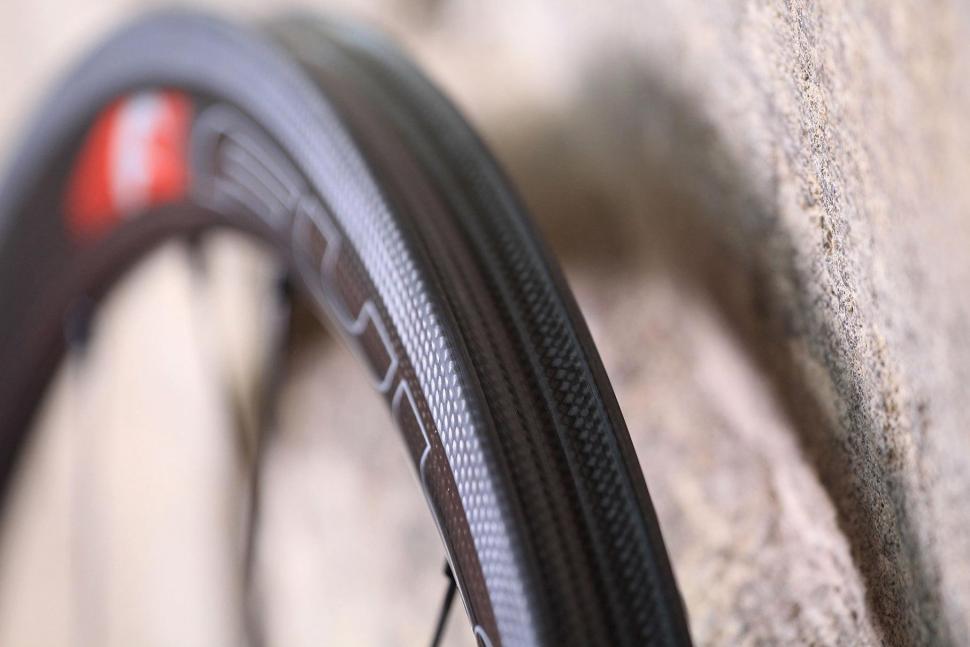 Fulcrum Speed 40T Road Bike Wheel - rim bed.jpg