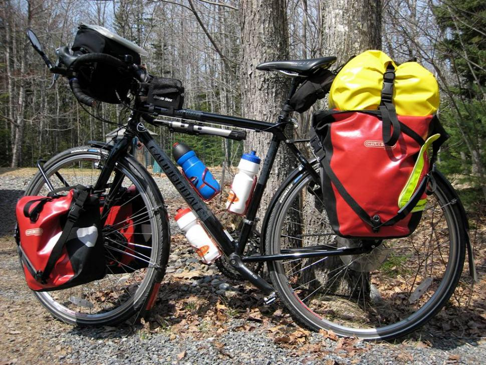 Fully loaded touring bike (CC BY-NC-ND 2.0 Michael Rosenstein:Flickr