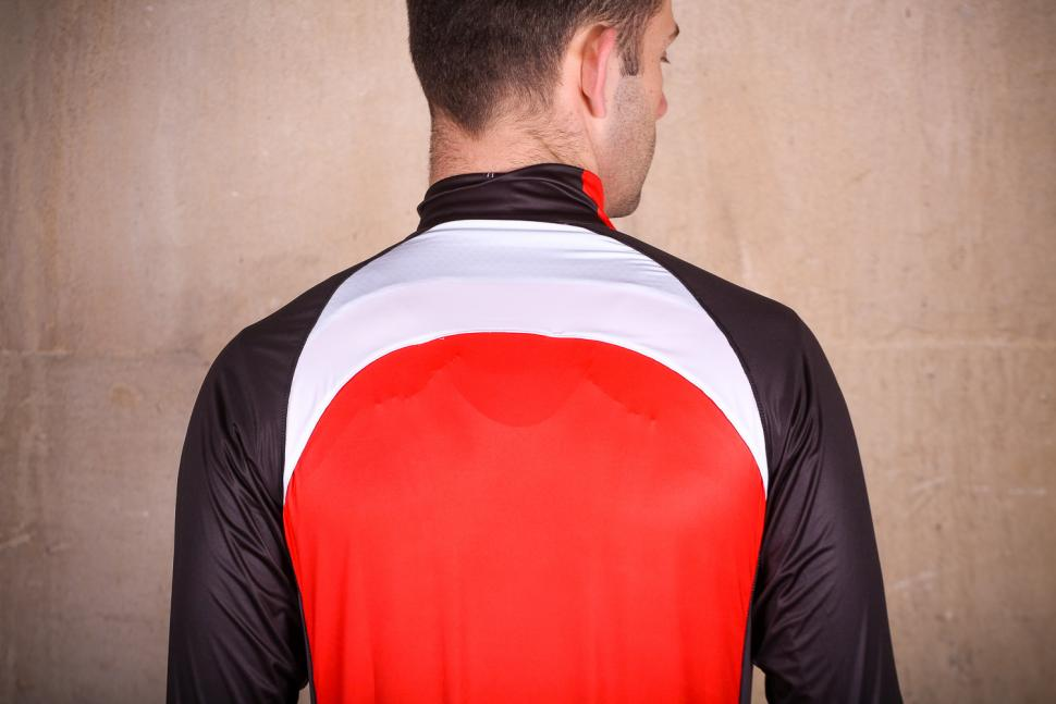 Galibier Gino Pro Wind jacket - shoulders.jpg