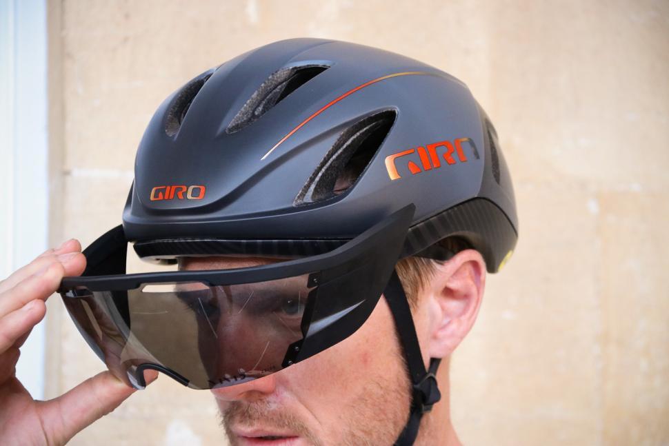 Review Giro Vanquish Mips Aero Helmet Road Cc