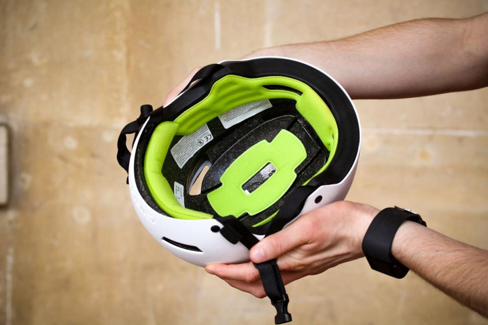 giro_quarter_helmet_-_inside.jpg