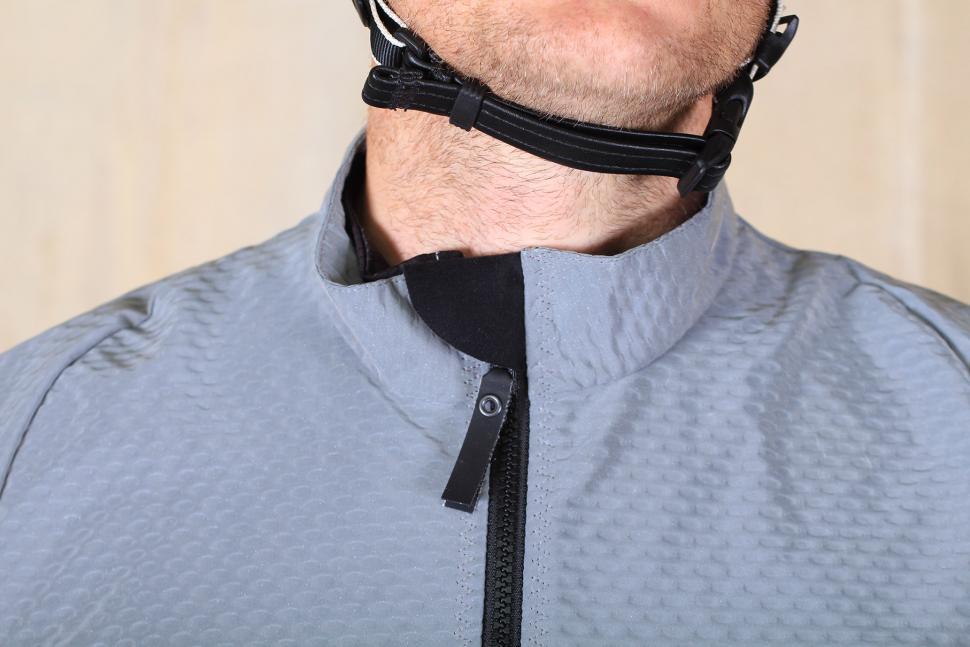 Huez Moonrider Gilet - collar.jpg