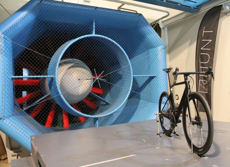 Hunt - Bike in tunnel wheels spinning - 1.jpg