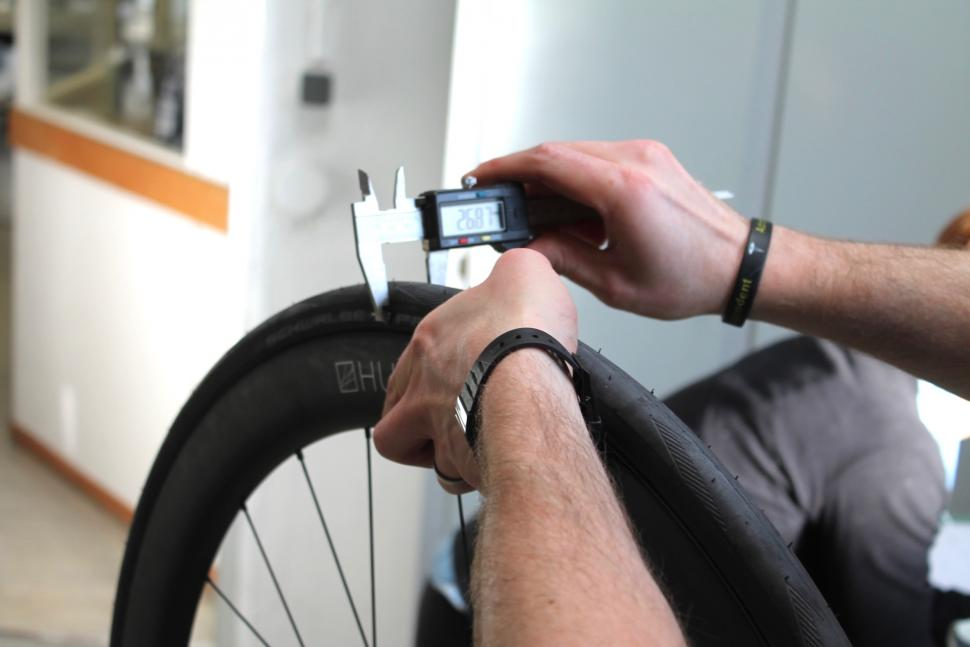 Hunt - Measuring tyre width - 1.jpg