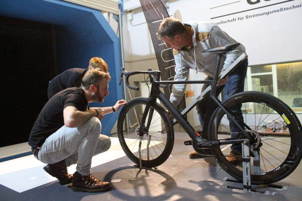 Hunt - preparing bike in tunnel - 1.jpg