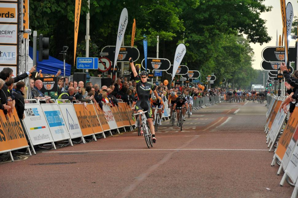 Alexandre Blain wins Halfords Tour Series round 5 in Southport (picture credit Halfords Tour Series : JoolzeDymond.com).jpg