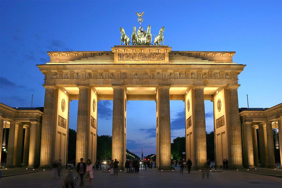Brandenburg Gate (picture Thomas Wolf, Wikimedia Commons).jpg