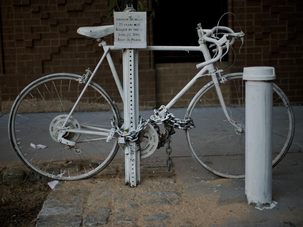 Ghost Bike, New York City (copyright Simon MacMichael).jpg