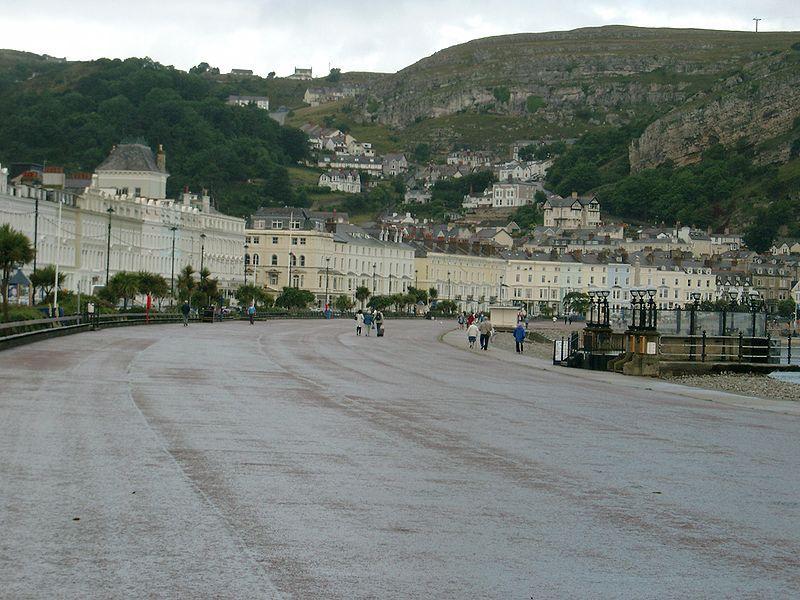 Llandudno Promenade.jpg