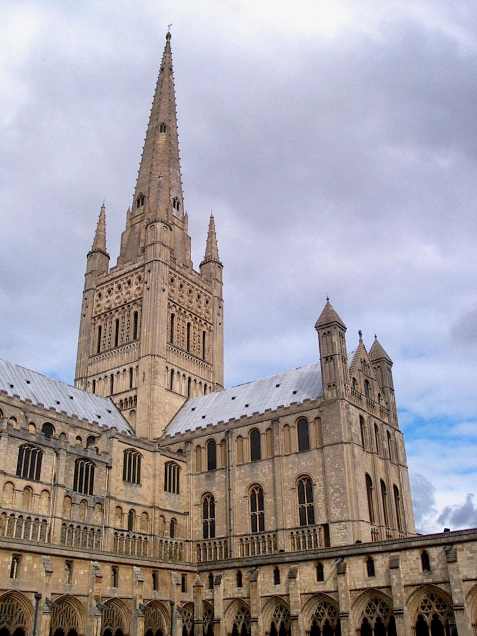 Norwich Cathedral copyright Alesteir Crowley.JPG