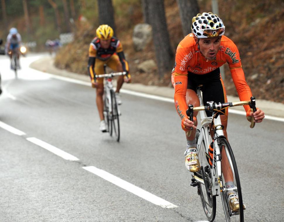 Samuel Sanchez leads Alejandro Valverde during Stage 19 of the 2009 Vuelta © Unipublic