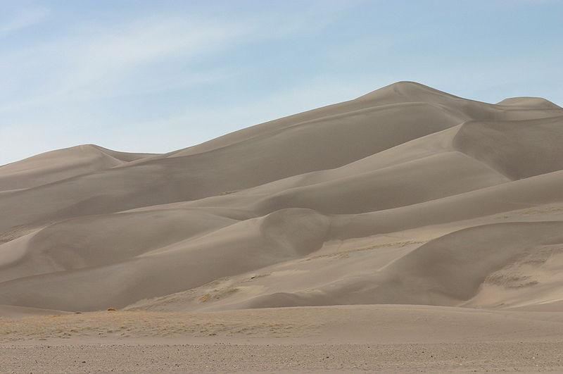 Sand dunes (picture credit Wingchi, Wikimedia Commons).jpg