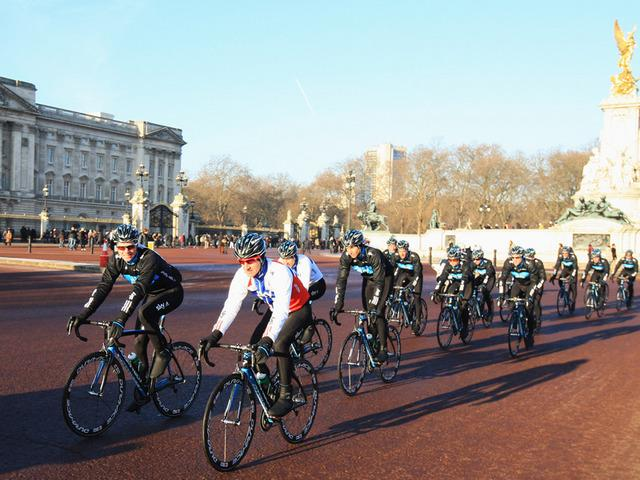 Team Sky ride past Buckingham Palace.jpg