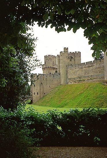 Warwick Castle (picture credit Pam Brophy:Wikimedia Commons).jpg
