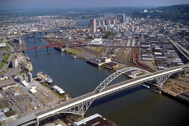 Wilamette River in Portland, Oregon.jpg